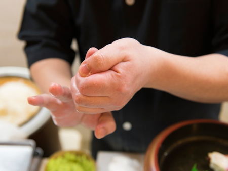 Experience Japanese culture! Sushi making experience